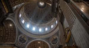 Interior cupula de la Basilica de San Pedro-viajes-roma-crea-cuervos