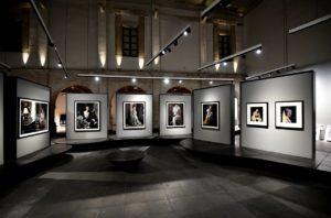 Israel-Esparza-Vogue-Like-a-Painting-museo-franz-mayer-crea-cuervos