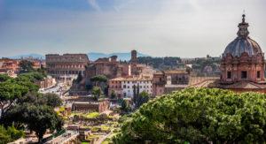 Vista del Foro Romano hacia el Coliseo-viajes-roma-crea-cuervos
