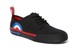 dr. martens slip on the who crea cuervos
