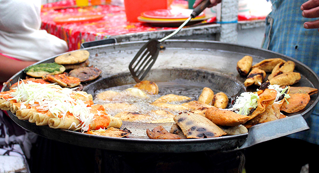 garnachas-cdmx-tacos-tortas-tlacoyos-comida-crea-cuervos-ok