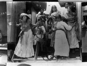 mujeres-revolucionarias-adelita-02