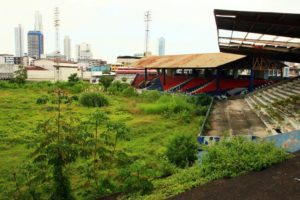 estadio-juan-demostenes-arosemena-elefantes-blancos-estadios-abandonados