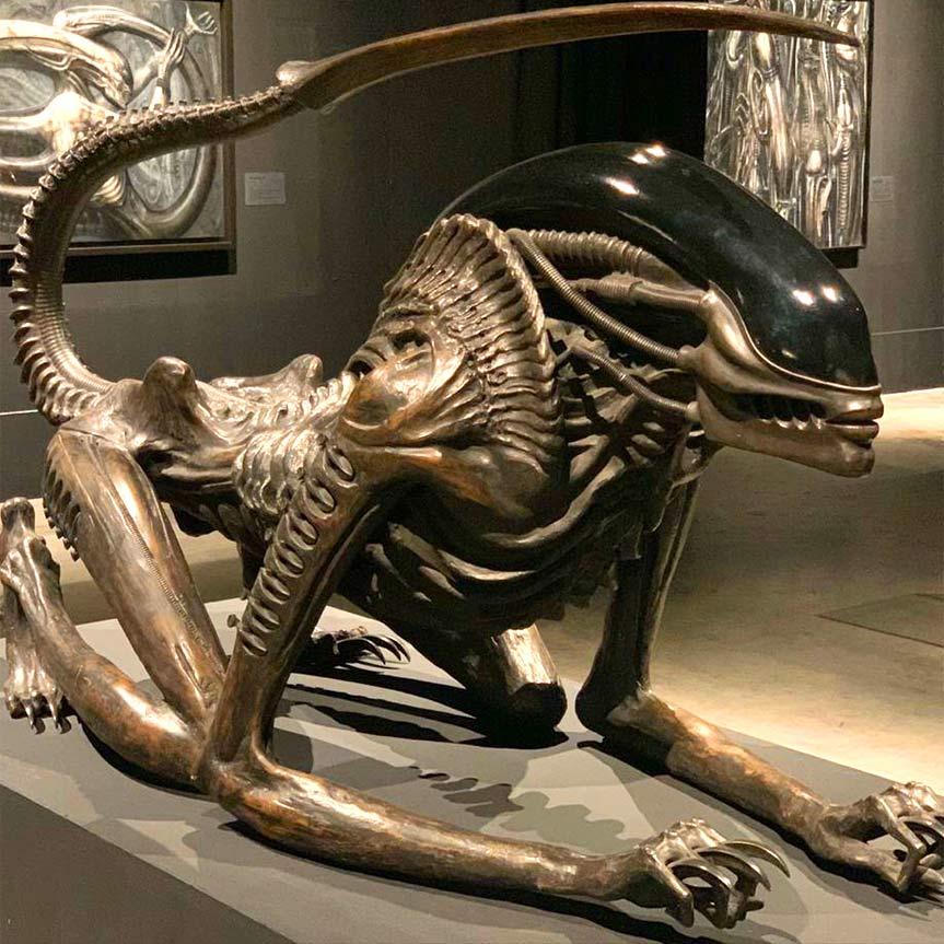 h-r-gigen-y-alien-visitan-mexico-mobile
