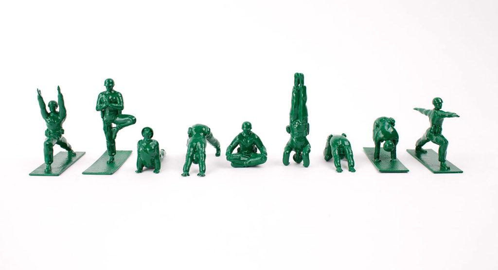 yoga-joes-soldaditos-de-plastico-haciendo-yoga