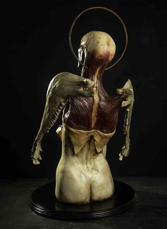 tetrica-y-macabra-escultura-de-emil-melmoth