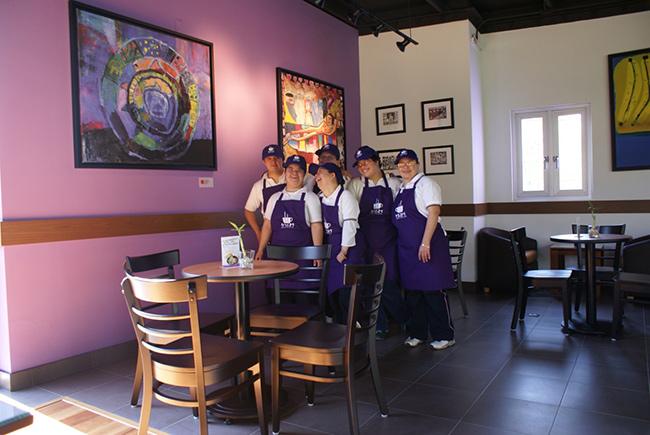 tres-21-arte-cafe,-cafeterias-atendidas-por-pacientes-con-sindrome-de-down