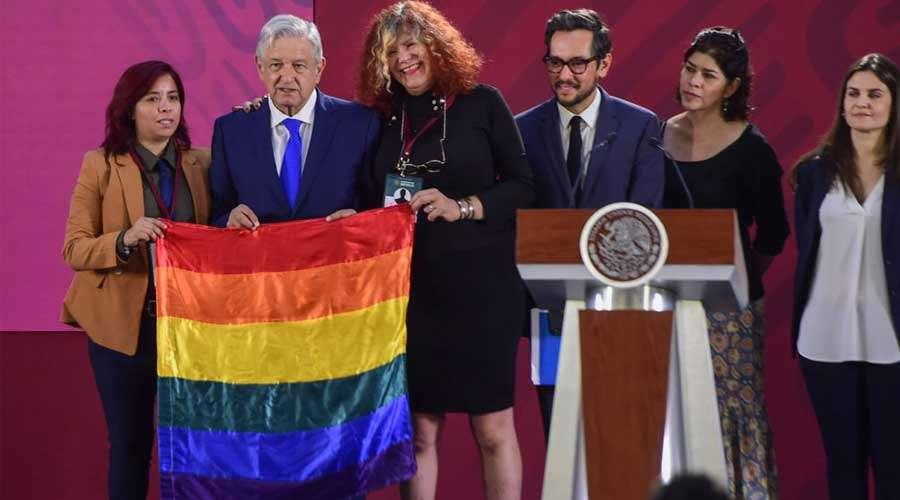 AMLO Bandera gay