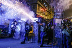 Agentes_antidisturbios_Sham_Shui_Po_Hong_Kong_Thomas_Peter