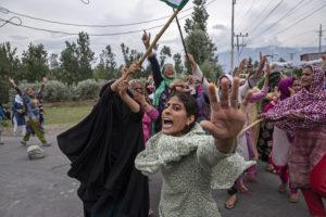 Fotografía de Dar Yasin Srinagar mujeres gritando