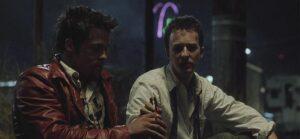 El club de la pelea - Brad Pitt, Edwar Norton 1999 - platicando en la banqueta