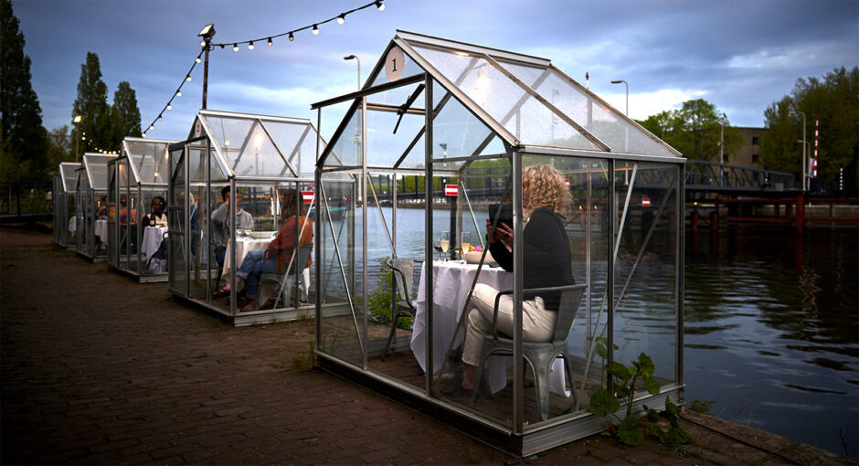 restaurante-mediamatic-concepto-encapsular-clientes-cena-romantica