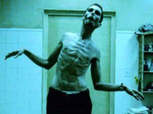 The Machinist (2004) - Christian Bale famélico