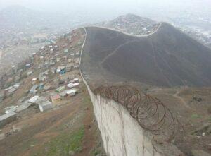 151019143053 muro peru lima pobres 624x460 bbc nocredit