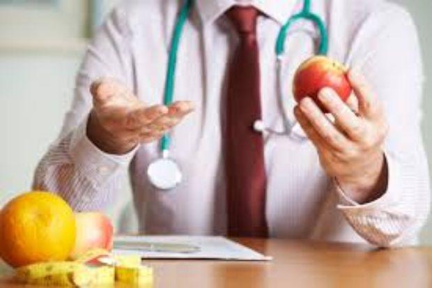 influecers-que-no-son-nutriologos-metodos-para-bajar-de-peso-videos-monetizados-influecers-nutriologos-