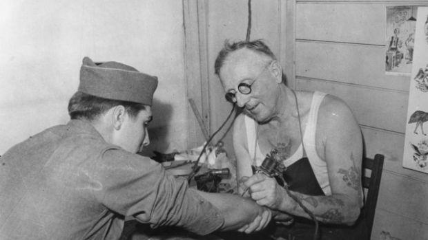 Tener-un-tatuaje-te-hace-delincuente-percepción-histórica-sobre-los-tatuajes