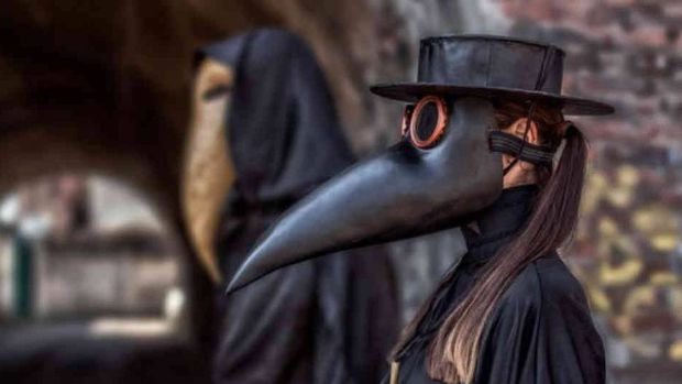 Origen-del-terrorífico-atuendo-contra-la-peste-bubónica